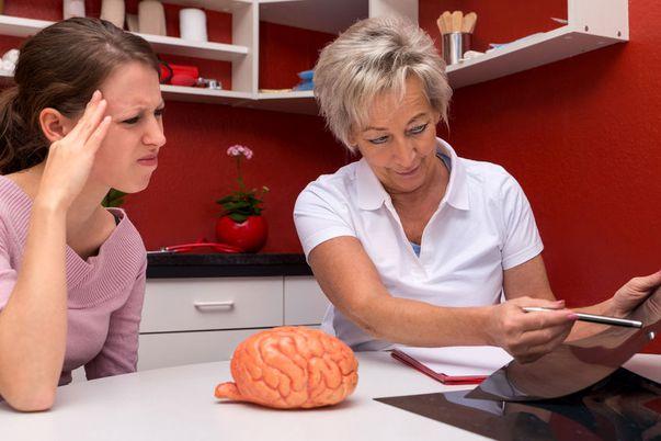 Semnele accidentului vascular cerebral pot fi recunoscute. Iată la ce să fii atentă și ce măsuri trebuie să iei